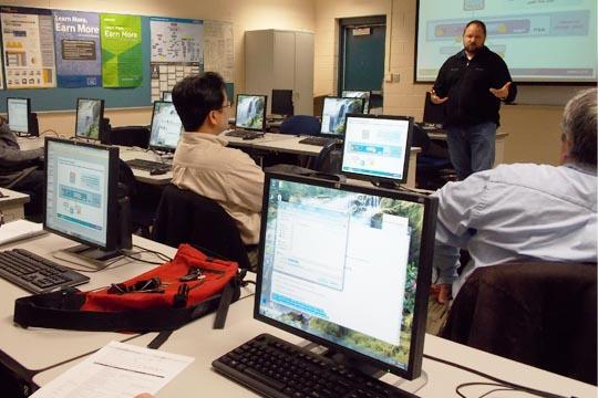 Hersey Cartwright teaches an advanced virtualization class